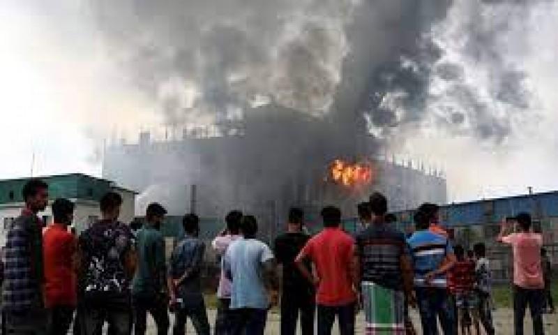 52 Orang Tewas dalam Kebakaran Pabrik Jus di Bangladesh