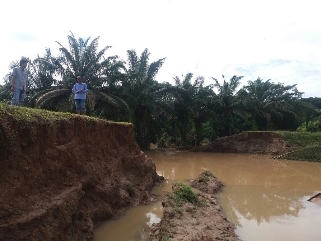 Perbaiki Tanggul, Warga Gorasjaya Tunggu Solusi Pemerintah