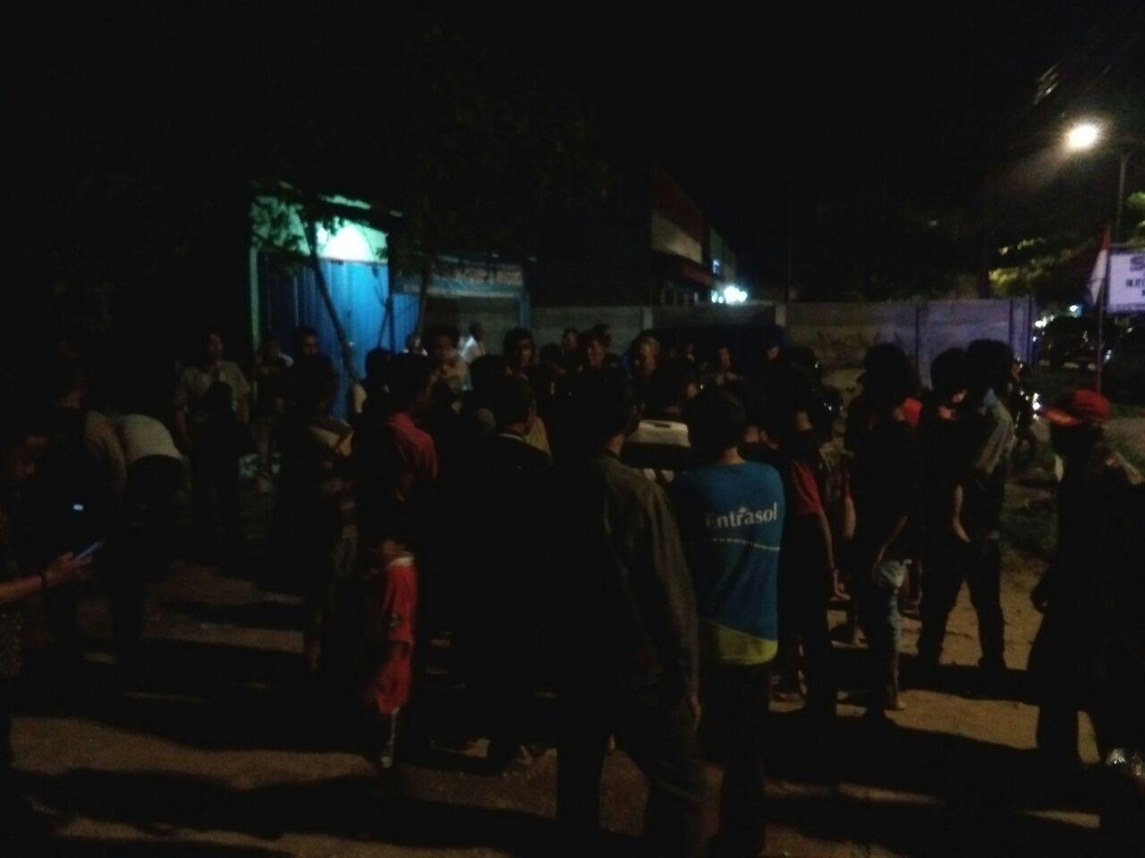 Akses Jalan Ditutup, Ratusan Warga Kecamatan Bumiwaras Datangi Rumah Jobi Tossy