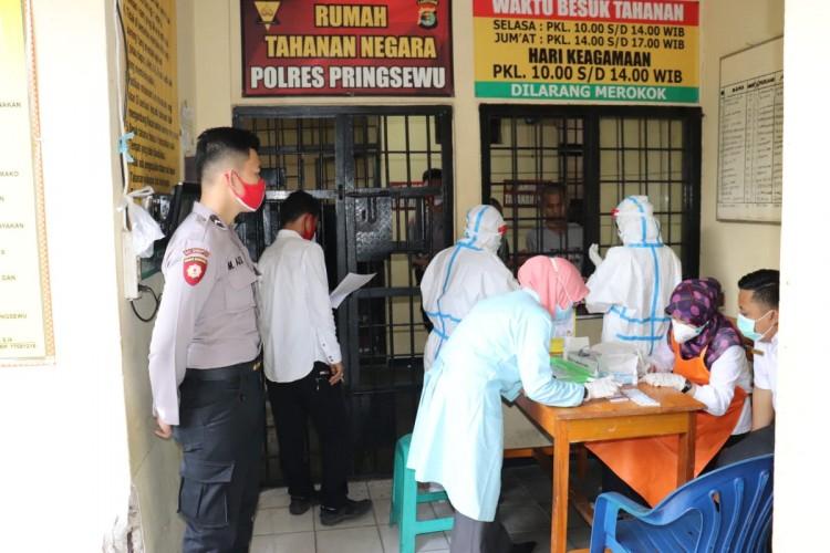 55 Tahanan Polres Pringsewi Jalani Rapid Test