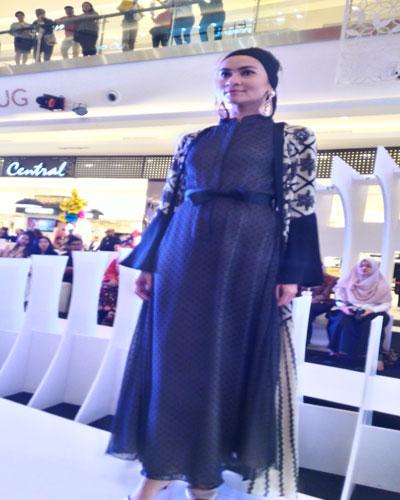 Fashion Show Desainer Muda Diminati Pengunjung