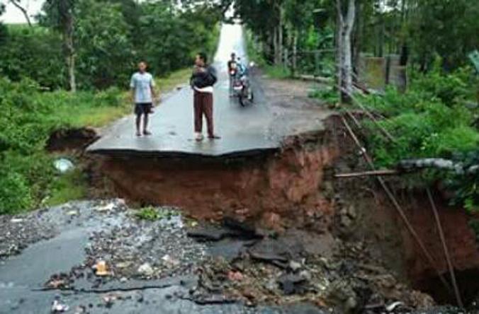 Jembatan Penghubung Kota Metro-Batanghari Lampung Timur Putus