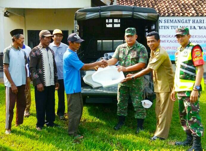 Karyabakti TNI 2018, Koramil 412-05 TBU Kodim 0412/LU Serahkan Bantuan Bahan Jambanisasi