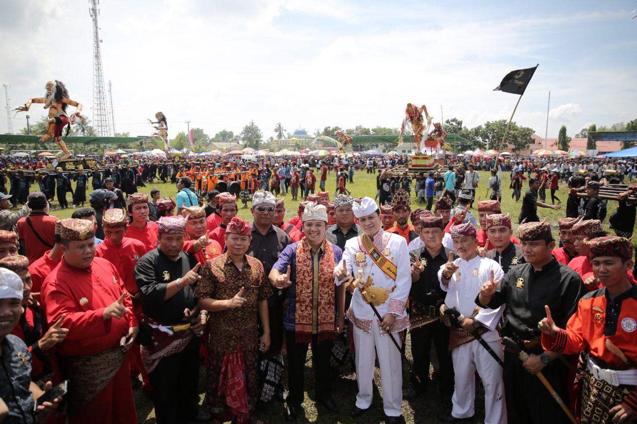 Ridho dan Pangeran Edward Meriahkan Ogoh-ogoh di Seputihraman
