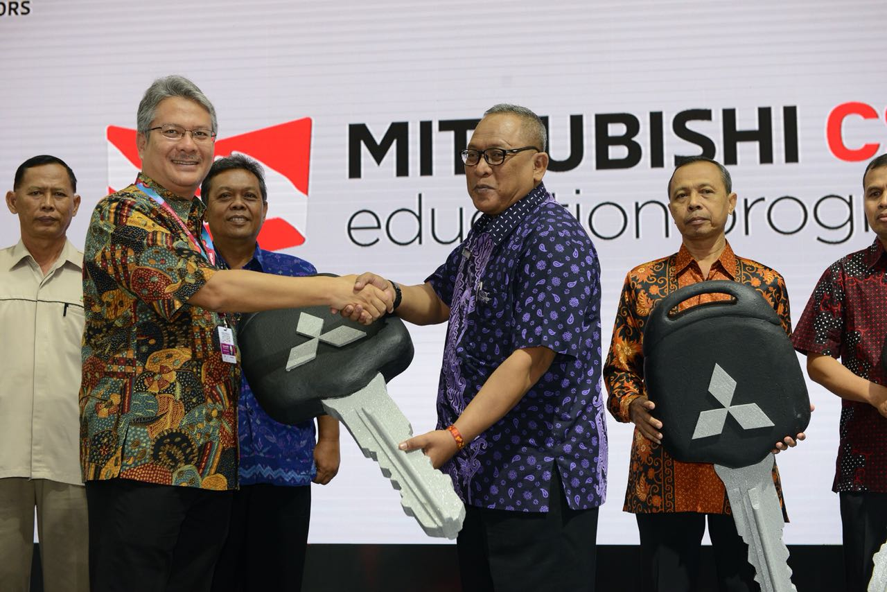 Mitsubishi Donasikan 5 Unit Mirage ke 5 SMK Termasuk Lampung