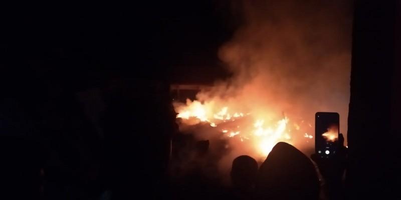 6 Kios di Pasar Wayheni Hancur Akibat Kebakaran