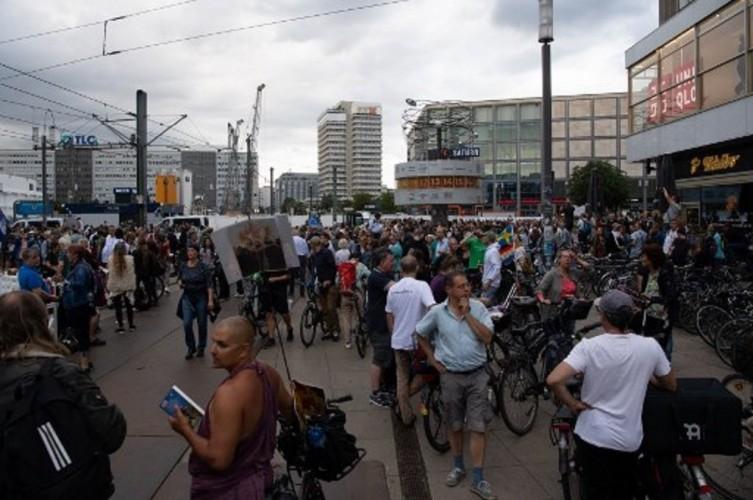 600 Aktivis Anti-<i>Lockdown</i> di Berlin Ditangkap