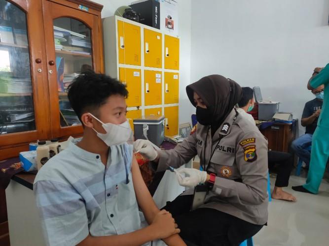 600 Dosis Vaksin Disuntikkan ke Santri IMBOS di Pringsewu