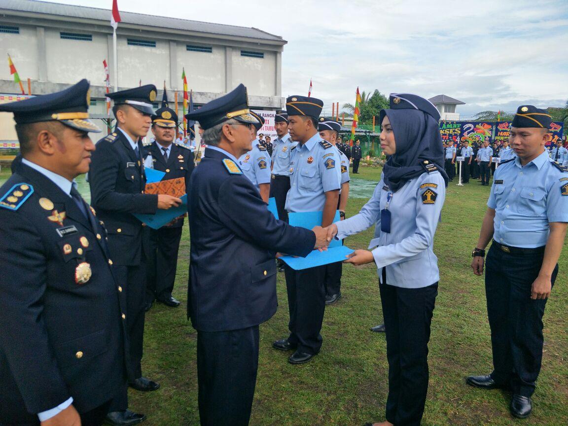 3 Pegawai LP Gunung Sugih Terima Penghargaan karena Gagalkan Penyelundupan Barang Terlarang