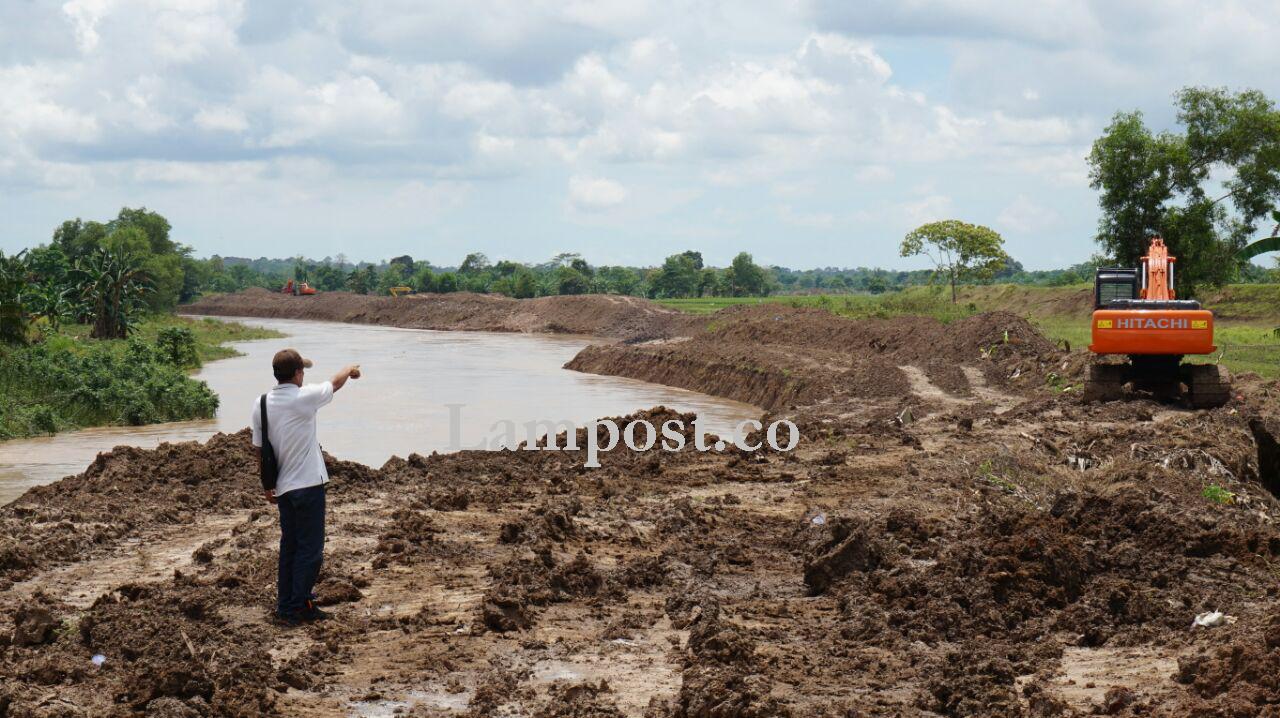 Luapan Sungai Way Katibung yang Menggenai Lahan Pertanian Mulai Surut