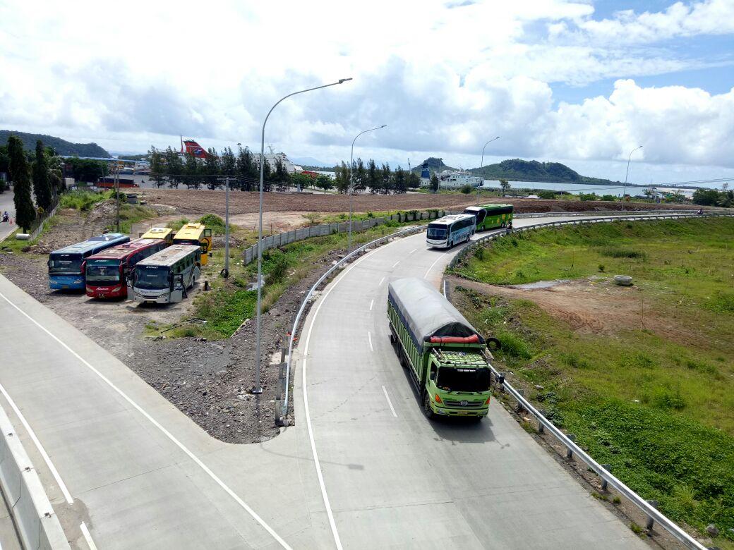 Arus Penumpang dan Kendaraan di Bakauheni Normal