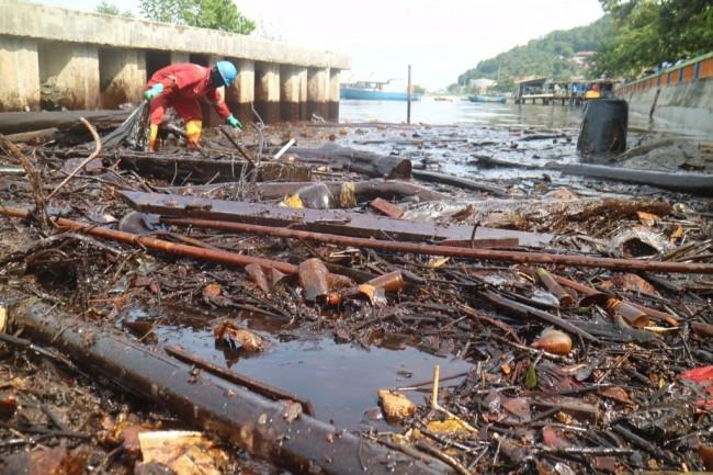 7.000 Hektare Teluk Balikpapan Tercemar Minyak