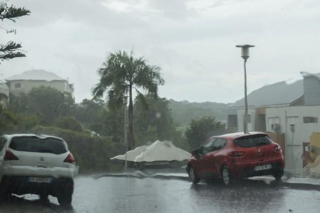 Badai Irma Kategori 5 Paksa Wisatawan di Karibia Mengungsi