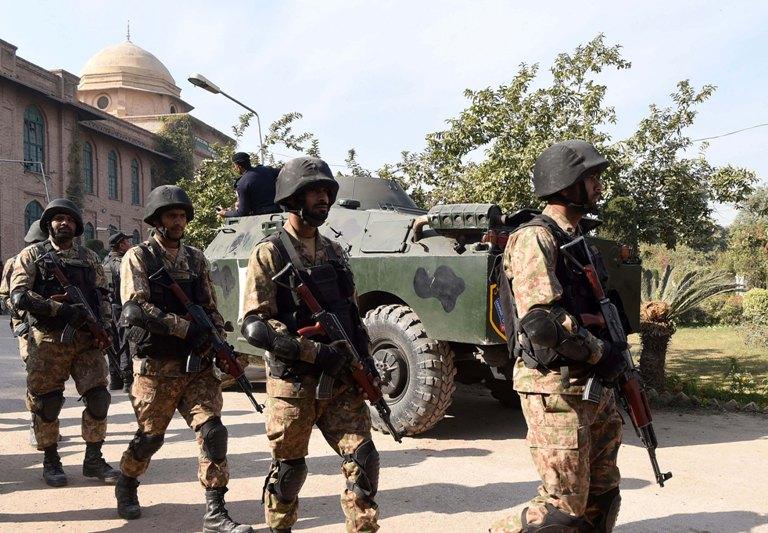 Taliban Serang Sekolah Peshawar, 9 Tewas