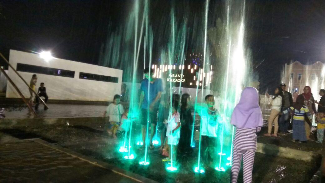 Ada Air Mancur di Taman Gajah, Pengunjung Rela Berbasah-basah