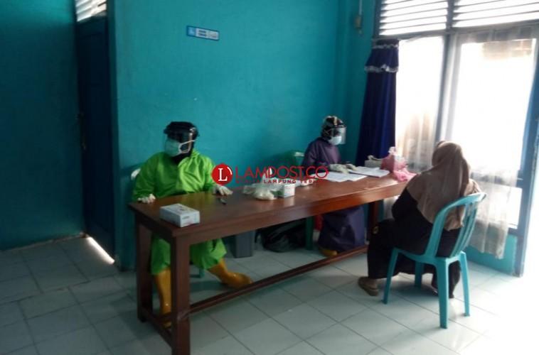 7 Anggota Keluarga Pasien Covid-19 di Palas Jalani Tes Swab