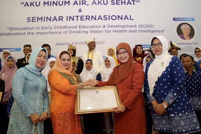 Bunda Paud Provinsi Lampung Peroleh Himpaudi Award