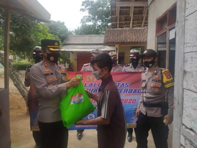 75 Paket Sembako Dibagikan di Operasi Zebra Krakatau Pesawaran