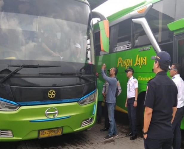 76% Bus Angkutan Nataru di Terminal Rajabasa Laik Jalan