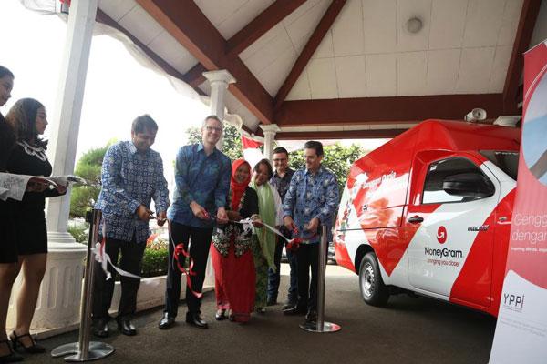 Mobil Pustaka Pintar Pertama di Indonesia Diluncurkan