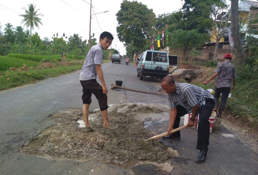 Meski Sumbang PAD, Aktivitas Tambak Rusak Infrastruktur di Pesawaran