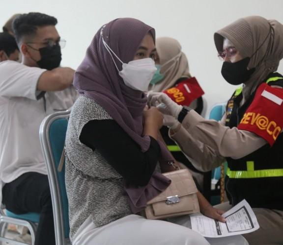 9.000 Dosis Vaksin Disuntikkan TNI-Polri ke Warga Lampung