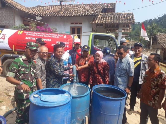 9 Tangki Air Disalurkan ke Dua Dusun di Bakauheni