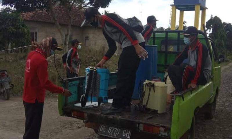 9 Warganya Kena Korona, Desa Baliagung Disemprot Disinfektan
