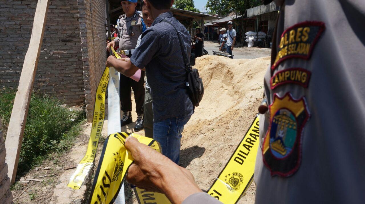 Diduga Ada Penyimpangan, Pembangunan Pasar Way Panji Dihentikan