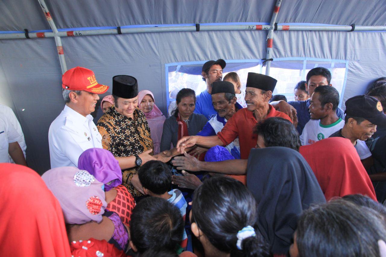 Pjs Gubernur dan Bupati Lamsel Bantu Korban Banjir Bandang
