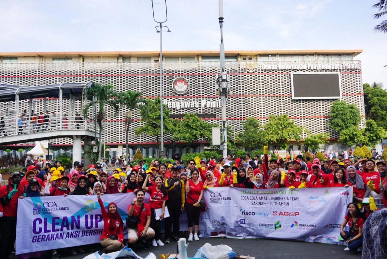 Coca-Cola dan Universitas Indonesia Gelar Clean Up Jakarta Day 2017