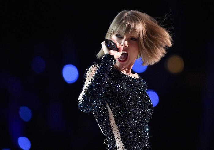 Taylor Swift, Belikan Rumah Fan Tunawisma