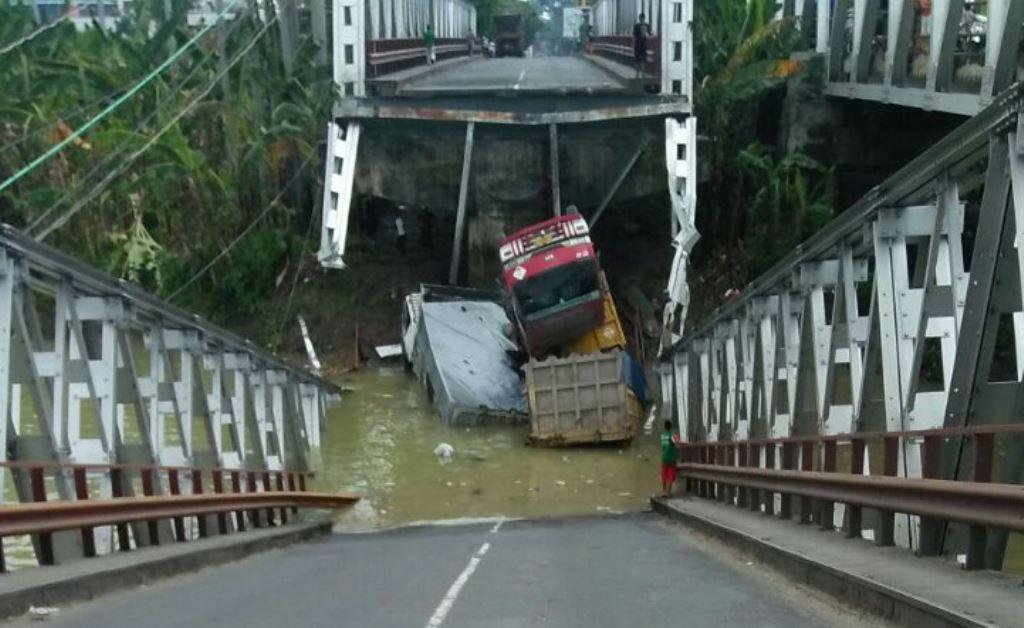 Jembatan Widang Ambruk Diduga Akibat Kelebihan Beban