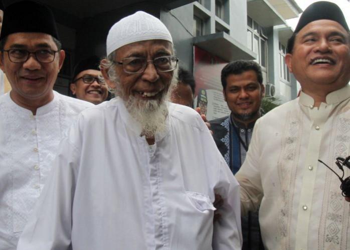 Abu Bakar Baasyir Hirup Udara Bebas 8 Januari
