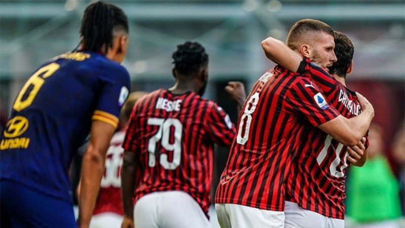 AC Milan Tumbangkan AS Roma 2-0