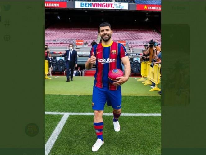 Aguero Resmi Berseragam Barcelona