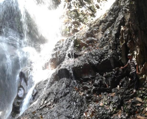 Air Terjun Punuk Sapi Keindahan Tersembunyi di Lembah Register 34