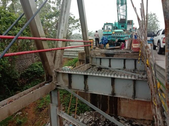 Akses Jalan Jembatan Way Rarem di Lampura Ditutup Sementara