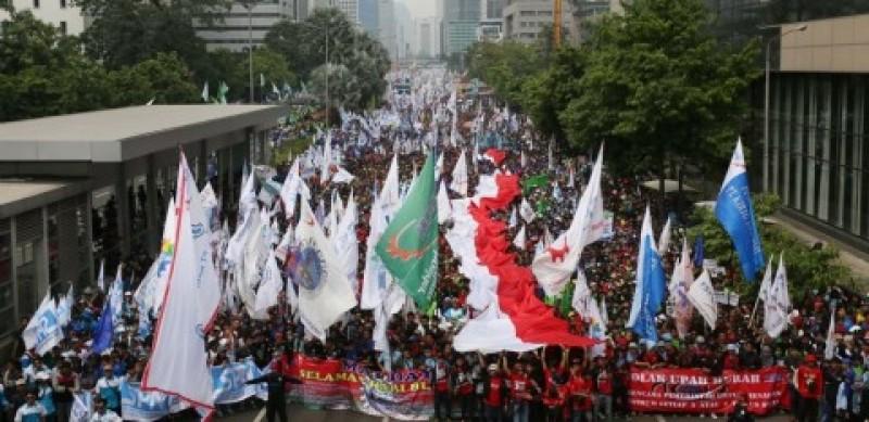 Aksi Buruh Tunggu Putusan Jokowi soal Omnibus Law