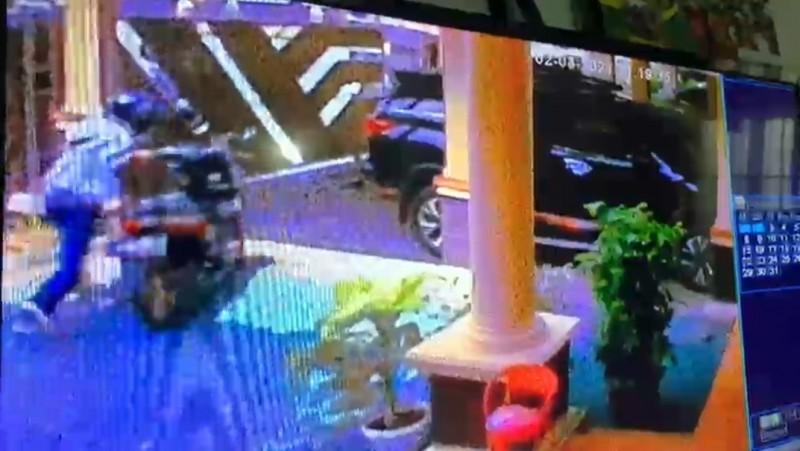 Aksi Dua Pencuri Motor Terekam CCTV
