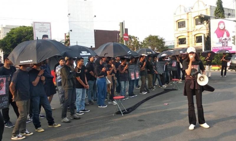Aksi Kamisan Lampung Desak Pemerintah Tuntaskan Pelanggaran HAM