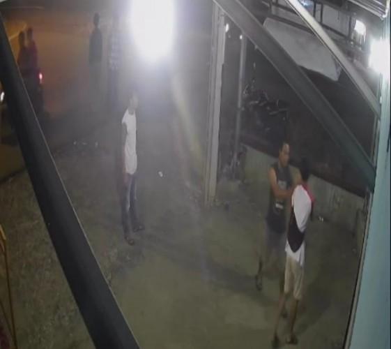 Aksi Pemukulan Warga di Penengahan Terekam CCTV