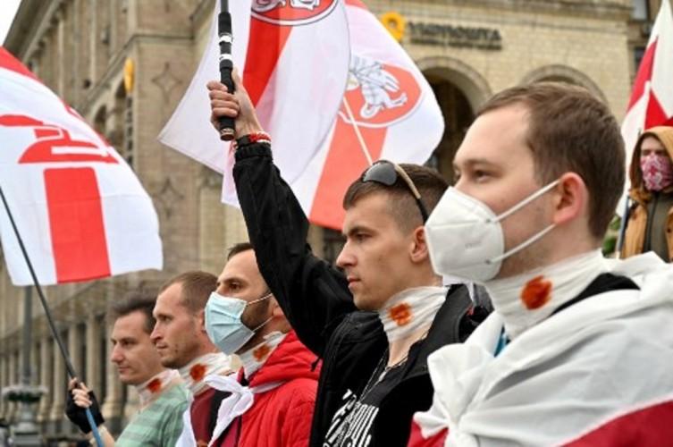 Aktivis Belarusia Tusuk Leher Sendiri di Ruang Pengadilan