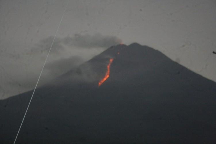 Aktivitas Gunung Semeru dan Merapi Memiliki Kemiripan