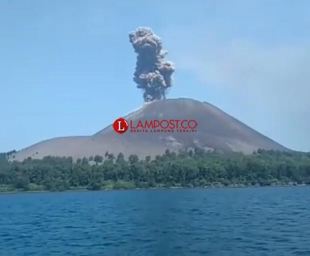 Aktivitas Terkini Gunung Anak Krakatau, 4 Kali Meletus Disertai Semburan Abu Vulkanik