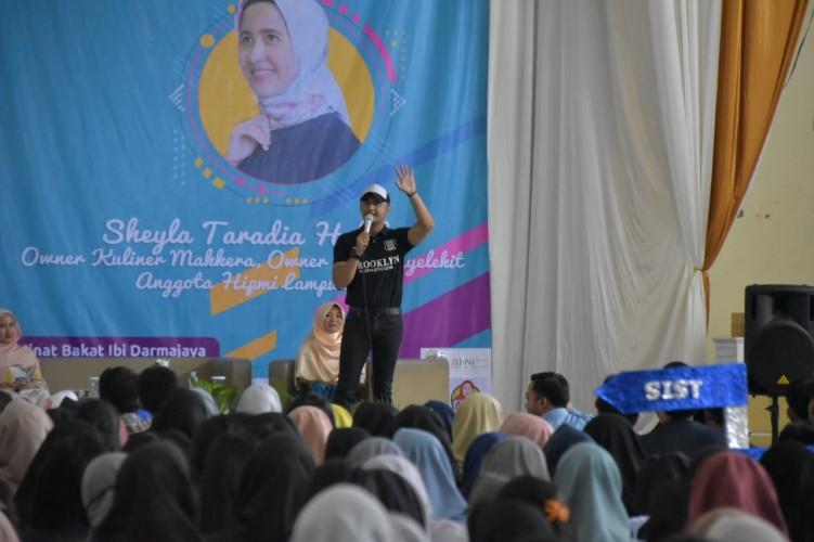 Aktor Hengki Kurniawan Motivasi MahasiswaDarmajaya