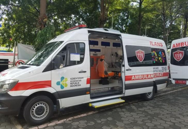 Ambulans dan Petugas Kesehatan Siaga di Lokasi Pleno Terbuka