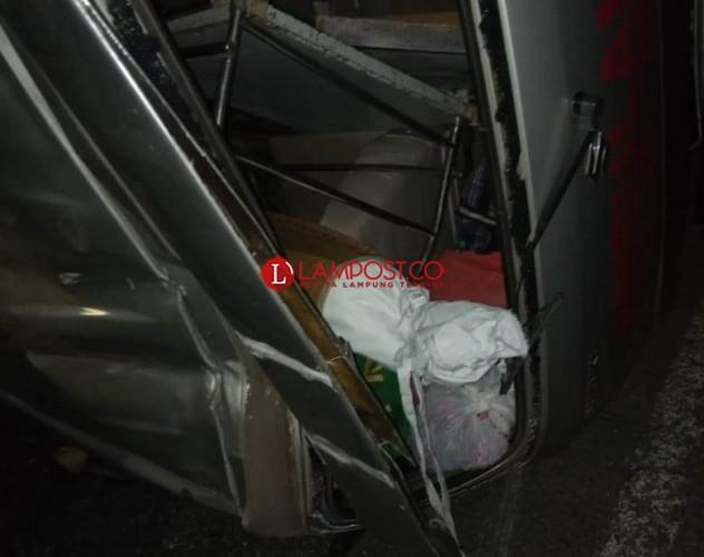 Ambulans Terguling di Way Kanan Saat Bawa Jenazah dari Bogor