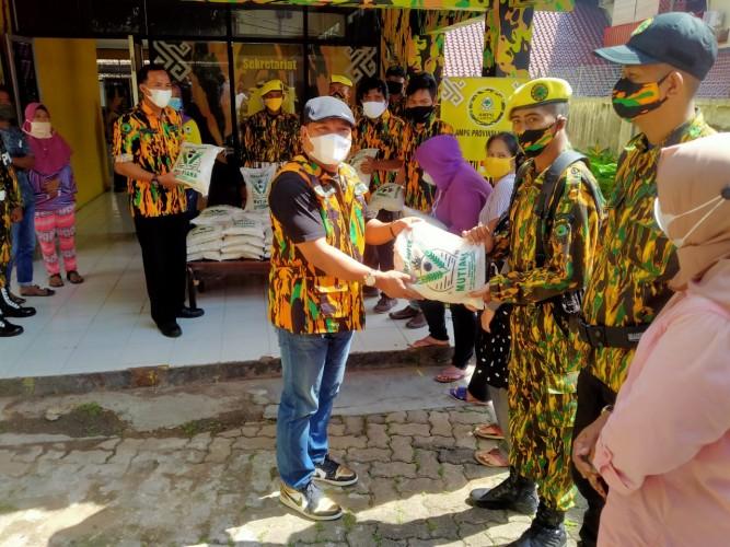 AMPG Lampung Bagikan 150 Kantong Beras dalam Program Jumat Berbagi