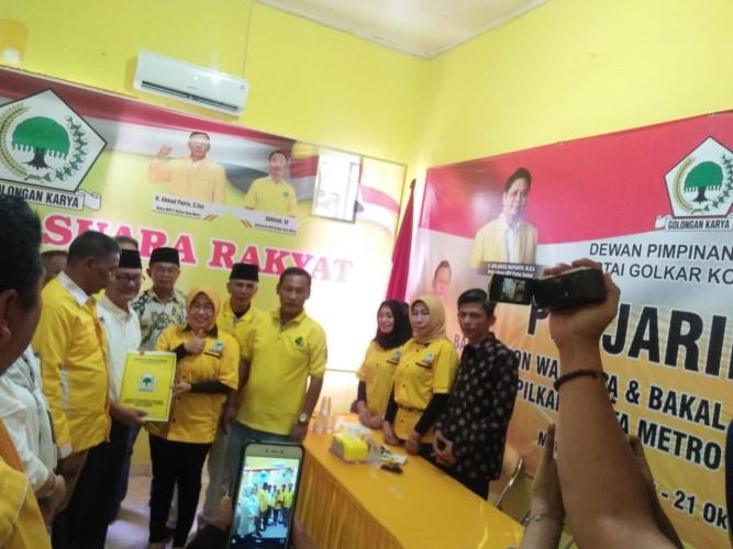 Ampian Bustami Ambil Berkas Bakal Calon Wali Kota Metro di Golkar